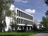 Universitätsbibliothek mit Henry-Ford-Bau (Audimax) im Hintergrund